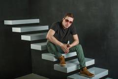 Человек фотографии студии зверский Стоковое фото RF