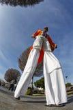 Человек ходулей Стоковая Фотография