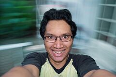 Человек чувствуя счастливый Стоковое фото RF
