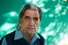 Человек эмоций людей унылый потревоженный подавленный испанский от Кубы Стоковое фото RF