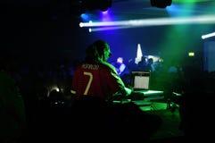 Человек Dogg - DJ выполняя на ночном клубе Party Стоковая Фотография