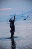 человек fisher в заходе солнца Стоковые Изображения RF