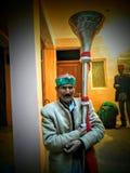Человек Himachali держа фольклорный музыкальный инструмент Стоковое Изображение RF