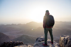 Человек na górze горы стоковые изображения rf