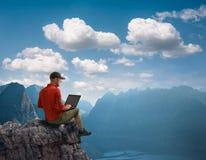 человек outdoors работая Стоковые Фото