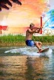 Человек Wakeboarding Стоковые Изображения RF
