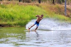 Человек Wakeboarding Стоковая Фотография RF