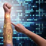 Человеческая робототехническая рука в футуристической концепции Стоковое Изображение RF