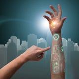 Человеческая робототехническая рука в футуристической концепции Стоковые Изображения RF