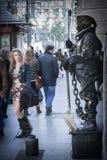 Человеческая статуя в Gran через наблюданный wayfarers, Гранадой, Стоковые Изображения RF