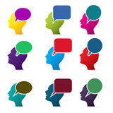 Человеческие головы с пузырями речи Стоковые Фотографии RF