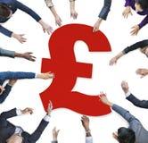 Человеческие руки вокруг знака валюты Стоковые Изображения