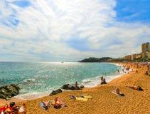Человеческий замок Plaja на пляже Sa Caleta в Косте Brava стоковое изображение rf