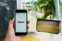 ЧИАНГМАЙ, ТАИЛАНД - 29-ОЕ ИЮЛЯ 2016: Amazon Амазонка 2010 как основанные сбывания seattle бегунка дохода розничного торговца mult Стоковые Фото