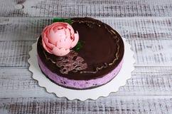 Чизкейк голубики шоколада с пионом и isomalt шоколада Стоковые Изображения RF