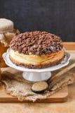 Чизкейк персика с отбензиниванием шоколада Стоковое Изображение RF