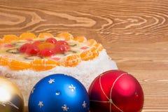 Чизкейк рождества с шариками Стоковое фото RF