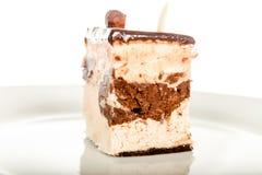 Чизкейк шоколада изолированный на белой предпосылке Стоковые Изображения RF