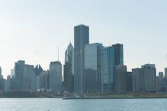 ЧИКАГО, ИЛЛИНОЙС - 17-ОЕ АПРЕЛЯ 2016: Финансовый район Чикаго, городской, небоскреб озеро Мичиган Стоковое фото RF