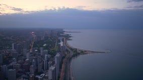 Чикаго и Lake Michigan сверху - изумительный вид с воздуха в вечере - ЧИКАГО СОЕДИНЕННЫЕ ШТАТЫ - 11-ОЕ ИЮНЯ 2019 акции видеоматериалы