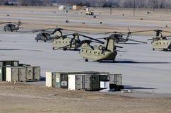 Чинук и черные вертолеты хоука стоковое изображение rf