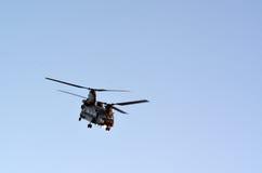 Чинук HC4 RAF летает над Лондоном, Великобританией Стоковое фото RF