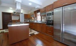 Очистьте самомоднейшую кухню стоковая фотография rf