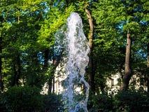 Чистая струя воды от фонтана стоковое фото rf
