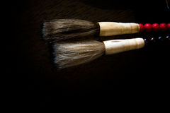 чистит каллиграфических китайцев щеткой Стоковые Изображения