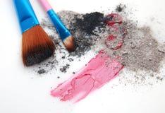 чистит косметики щеткой стоковое фото
