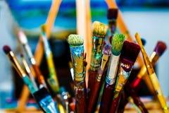 Чистит художнический цвет щеткой предпосылки стоковые изображения rf