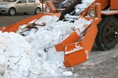 Чистка дорог от автомобиля экстренныйого выпуска снега Стоковые Фотографии RF