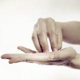 Чистка руки Стоковая Фотография RF