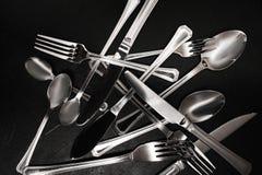 Чистка серебряного flatware установленная afterparty Стоковое Изображение