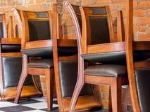 Чистосердечные и вверх ногами стулья Стоковое Изображение