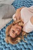Чисто женственная красота Автопортрет взгляд сверху привлекательных детенышей Стоковая Фотография RF