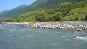 Чисто река горы сток-видео