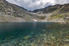 Чистые воды Ledenoto & x28; Ice& x29; Озеро и пик Musala, гора Rila Стоковые Изображения RF