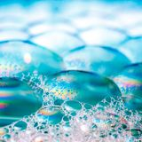Голубые пузыри мыла стоковые изображения