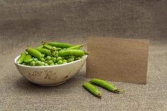 Чистый лист бумаги и зеленые горохи Стоковое Изображение