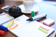 Чистый лист и канцелярские принадлежности с чашкой кофе Стоковое фото RF