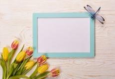 Чистый лист и тюльпаны Стоковое фото RF