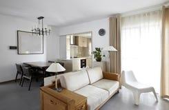 Чистый и элегантный домашний интерьер Стоковое фото RF
