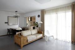 Чистый и элегантный домашний интерьер Стоковое Изображение