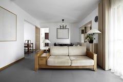 Чистый и элегантный домашний интерьер. Стоковое фото RF