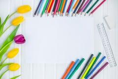 Чистый лист бумаги и красочные карандаши Стоковые Фотографии RF