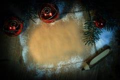 Чистый лист для поздравлений и карандаша на деревянной предпосылке Стоковое Фото