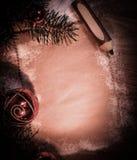 Чистый лист для поздравлений и карандаша на деревянной предпосылке Стоковая Фотография