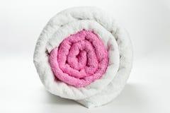 2 чистых полотенца хлопка свернутого изолированным на белизне Стоковые Изображения
