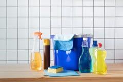 Чистящие средства и ведро Стоковое Изображение